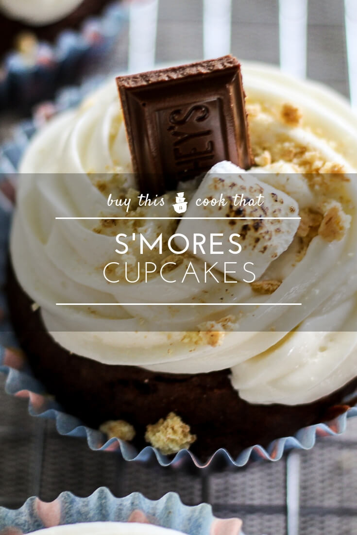 Welcome to Camp Cupcake. Toasted marshmallows, milk chocolate and graham cracker crumbs will make this easy Smores Cupcake recipe a family favorite. #smores #smorescupcakes