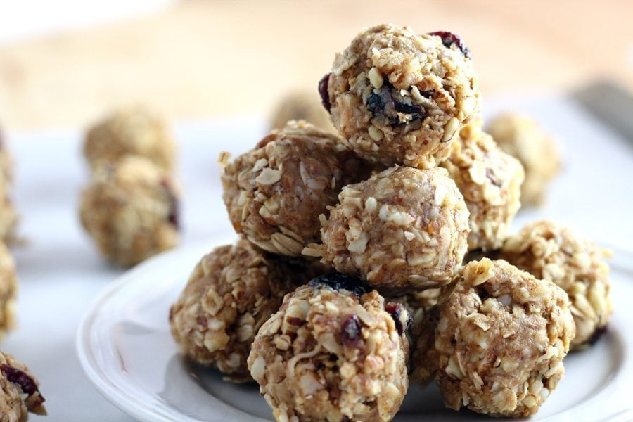 No Bake Almond Oatmeal Energy Bites are going to be your new breakfast BFF. These lovely little munchies are a grab-and-go delight that will fit right into your morning routine.