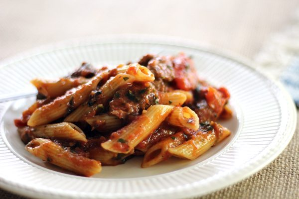 Go all out with our flavor fusion of Chimichurri Steak Penne Pasta with Broiled Tomatoes on Marinara. Perfectly al dente pasta loaded with fun and flavor.