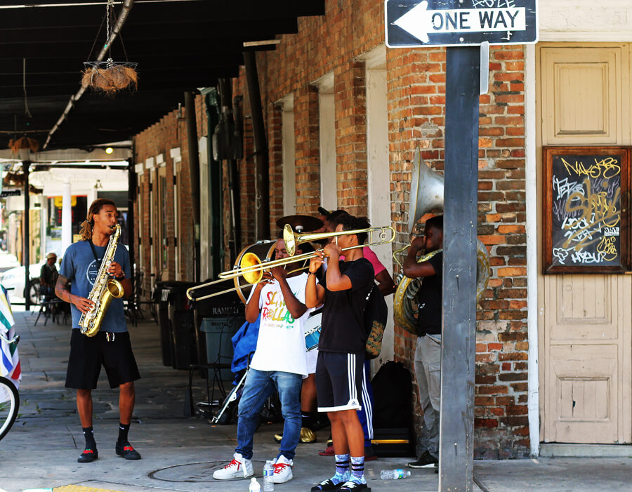 street performers in New Orleans French Quarter - Summer Road Trip - Buy This Cook That | Summer 2018