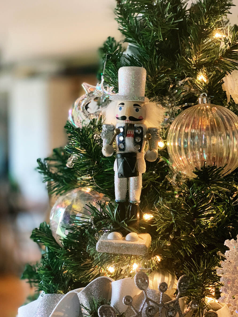 Winter White Christmas Tree Decorating Ideas | Buy This Cook That
